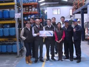 Foto con el personal de Dosakin