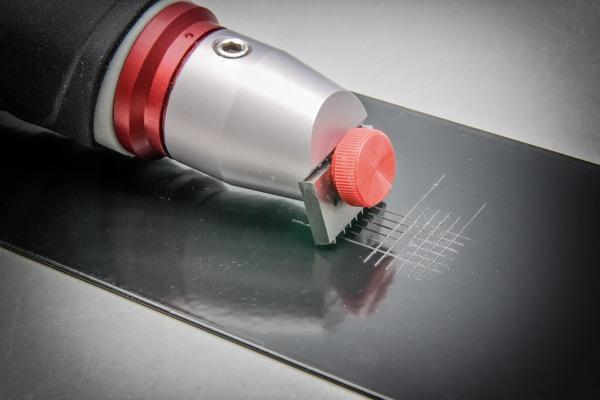 Prueba de adhesión de pintura electrostática