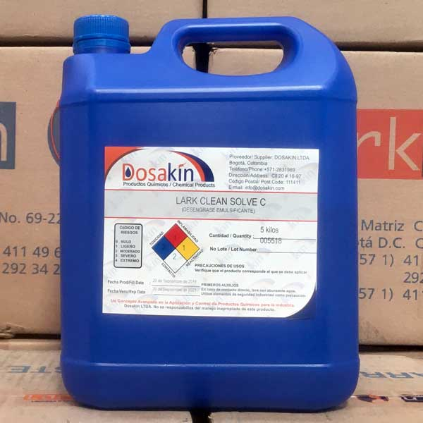 LARK CLEAN SOLVE C es un producto químico desengrasante y limpiador compuesto por sustancias orgánicas, detergentes sintéticos y emulsionantes