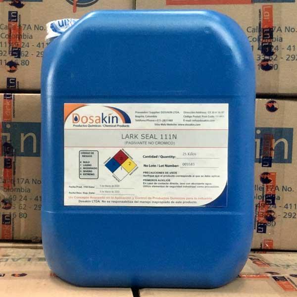LARK SEAL 111N es un producto químico no cromatado desarrollado para ser utilizado como sellante o pasivador en operaciones posteriores al fosfatado o limpiezas en sistemas de aspersión o inmersión