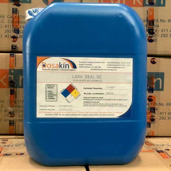 LARK SEAL SCes un producto químico no cromatado desarrollado para ser utilizado como sellante o pasivador en operaciones posteriores al fosfatado o limpiezas en sistemas de aspersión o inmersión